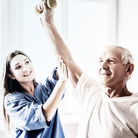 Weiterbildung Pflege - Fachkraft für Altenpflge wird geschult.