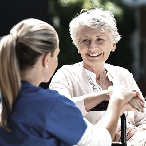 Pflegefachfrau in der Altenpflege.
