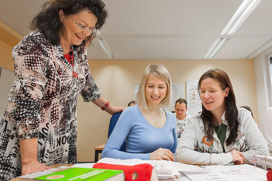 Ergotherapeutinnen und Ergotherapeuten während der Ausbildung
